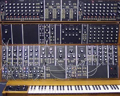 Модульный синтезатор Moog